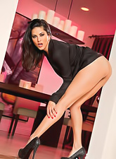 Classy brunette hottie Sunny Leone strips her black lingerie and shows her jugs.