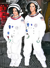 Jayden Jaymes and Audrey Bitoni travel to other planets in hope of finding a hot lad.