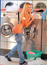 Foxy blonde babe Jessica Drake strips her tight blue jeans and shows her booty.